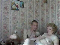 Развратный русский секс дома с пожилой женщиной