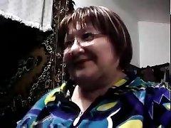 Русская бабушка показывает большие сиськи на вебкамеру