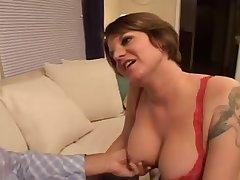 Секс с рыжей потаскухой в спальне на кровати